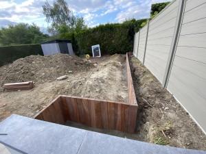 création de jardin avec retenue de terre et palissade   LBO SERVICES